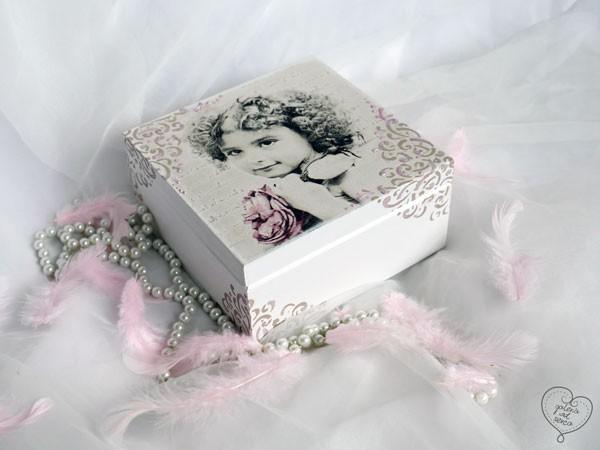 """Pudełko """"Dziewczynka z różą"""""""